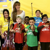 Nicola Benedetti performs for children in Govanhill